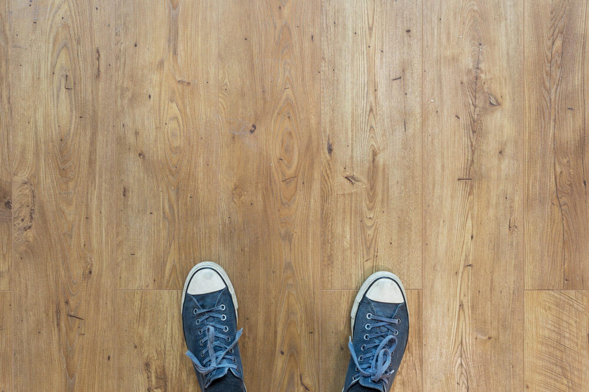 Sådan kan du få frisket trægulvene op med en gulvafslibning og gulvbehandling